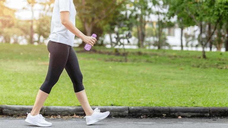 Điều chỉnh chế độ sinh hoạt và thói quen sống sẽ giúp giảm nguy cơ tim mạch ở người già