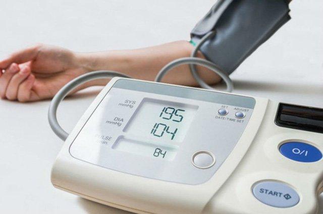 Việc đo huyết áp thường xuyên giúp kiểm soát huyết áp hiệu quả