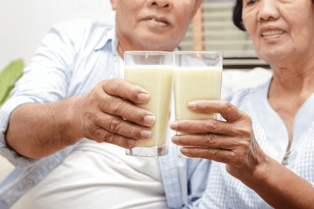 Người bị loãng xương uống sữa gì thì tốt?