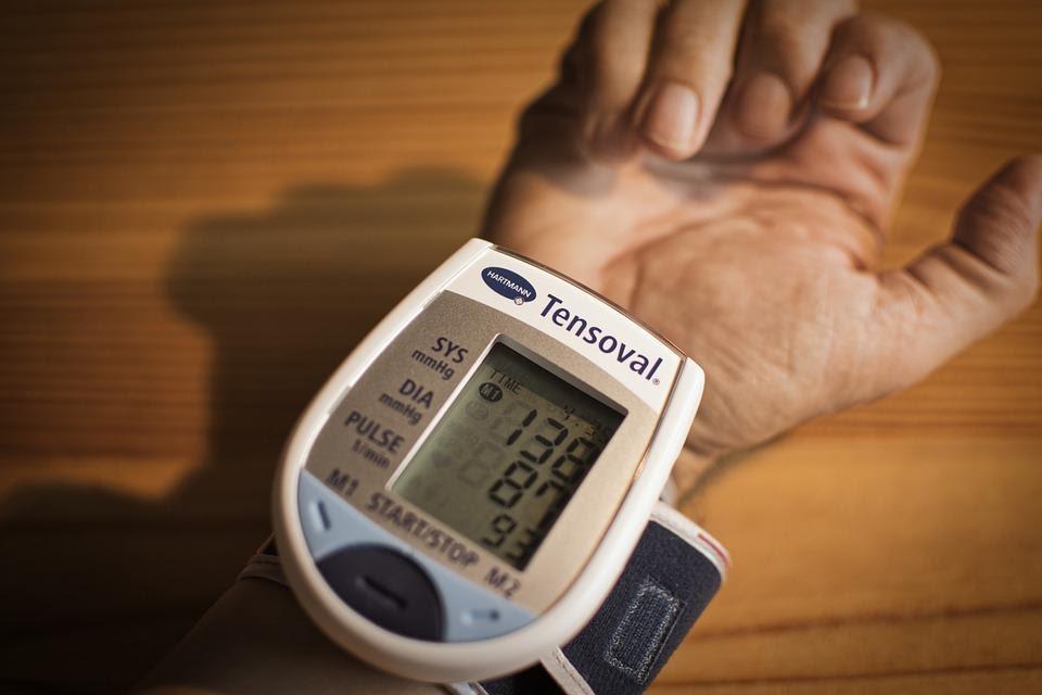 cách chăm sóc người cao huyết áp