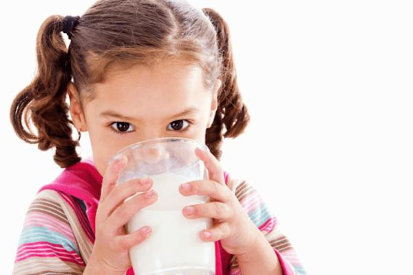 Đổi sữa phù hợp với tình trạng dinh dưỡng của trẻ
