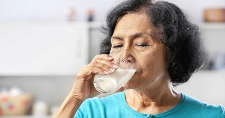 Người bị bệnh tiểu đường nên uống sữa gì?