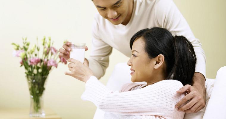 Mẹ bầu 3 tháng đầu nên uống sữa gì tốt cho sự phát triển của thai nhi?